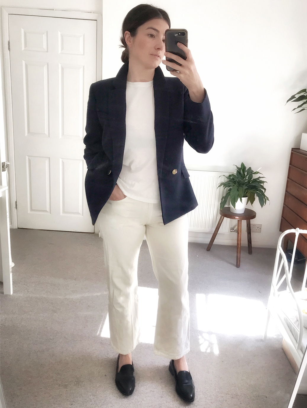 Maddy Moxham. Hobbs Brand Stylist takes a selfie at home