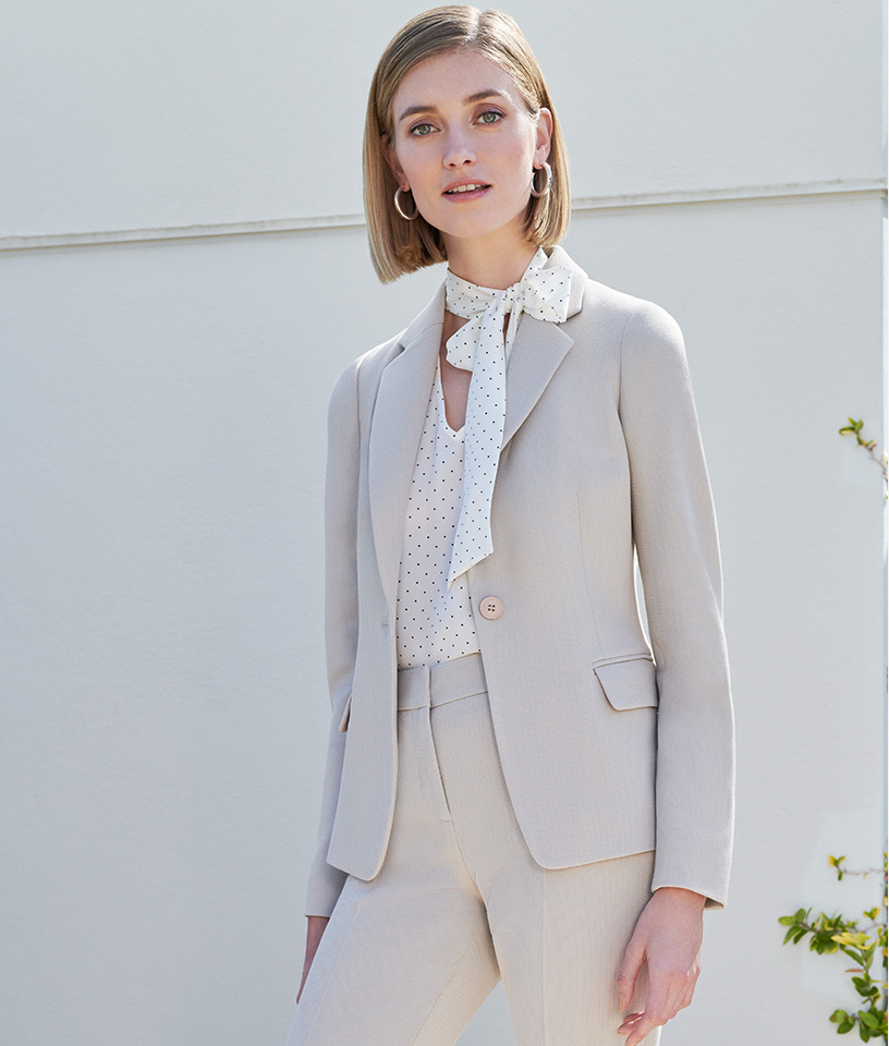 Neutral summer suit with white shirt